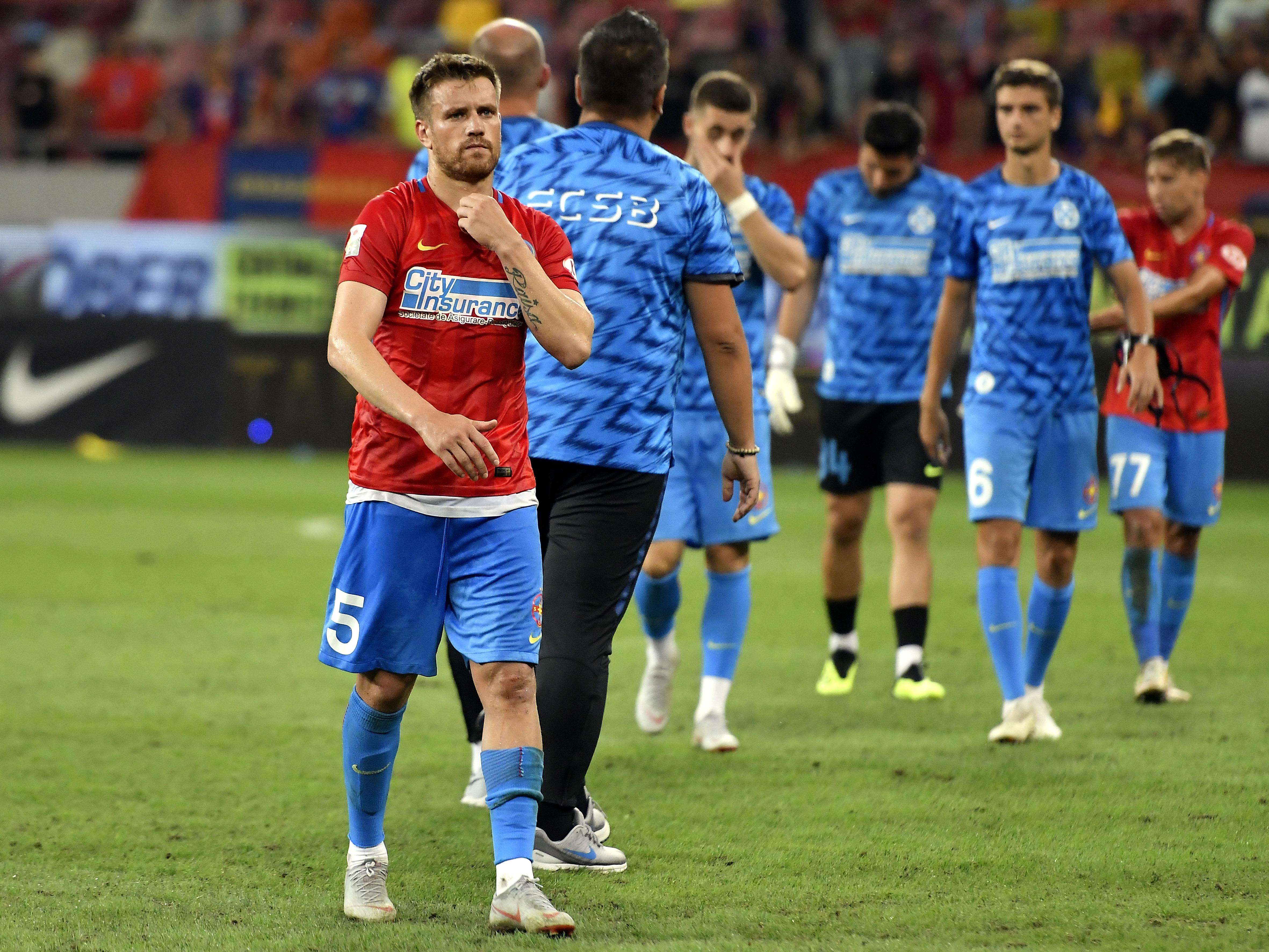 Mihai Pintilii părăsește terenul după FCSB - Rapid Viena