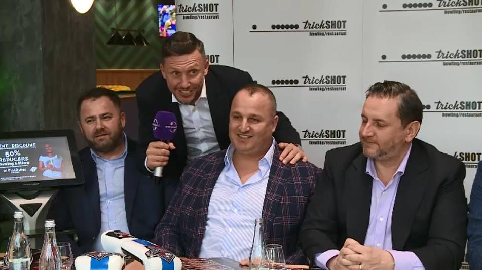 Daniel Chiriță l-a provocat la bătaie pe Giani Kiriță în conferința de presă în care Eduard Irimia, primul din dreapta, a anunțat că oferă câștigătorilor din evenimentele sale un loc la... Hollywood! pe platourile de filmare!