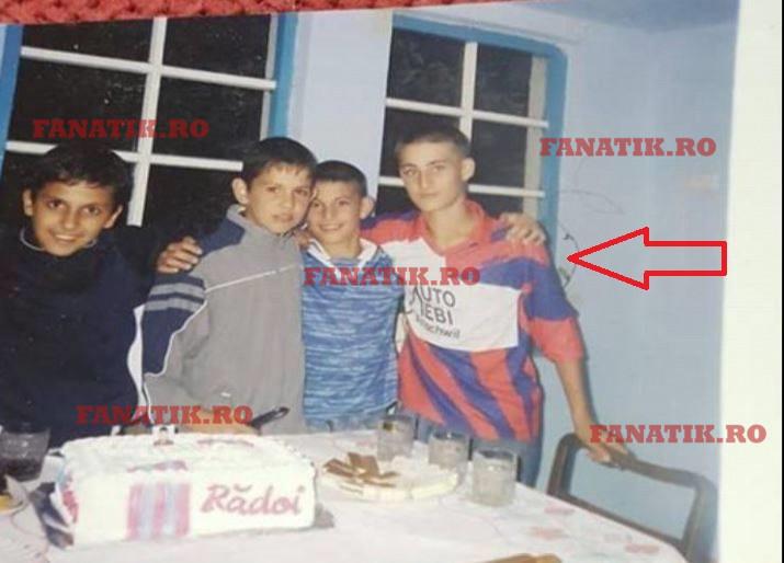 Iulian Cristea în copilărie alături de câțiva prieteni