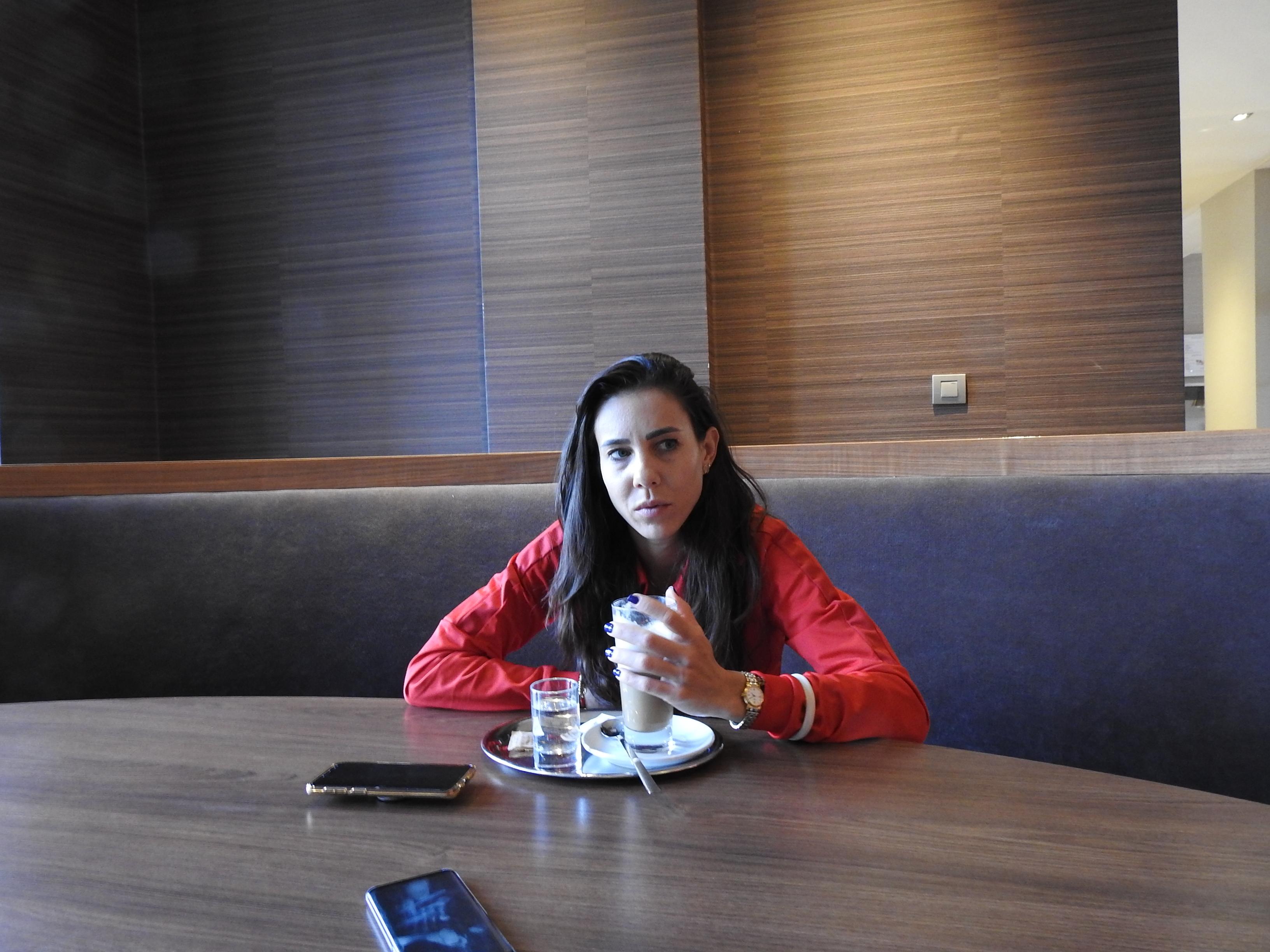Mihaela Buzărnescu, la masă, de vorbă cu reporterii FANATIK