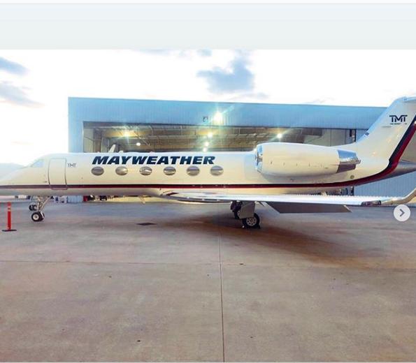 Floyd Mayweather are un avion personalizat cu numele său