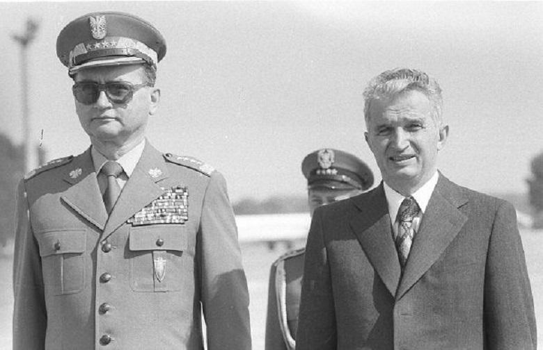 """Nicolae Ceaușescu alături de generalul Wojciech Jaruzelski, conducătorul Poloniei din 1981 până în 1989. Ceaușescu l-a considerat """"trădător al cauzei socialismului"""" în 1989"""