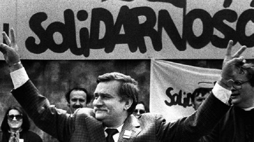 """Lech Walesa a condus sindicatul """"Solidaritatea"""" la marea victorie din alegerile din iunie 1989 împotriva puterii comuniste"""