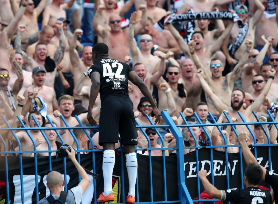 "Alexander Christovao de la Dinamo, ""interzis"" să poarte M'Futila pe tricou))"