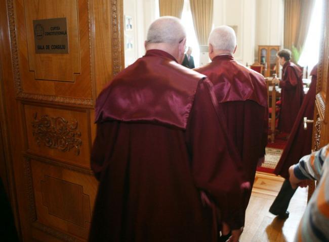 Decizie CCR completuri de 3 judecători