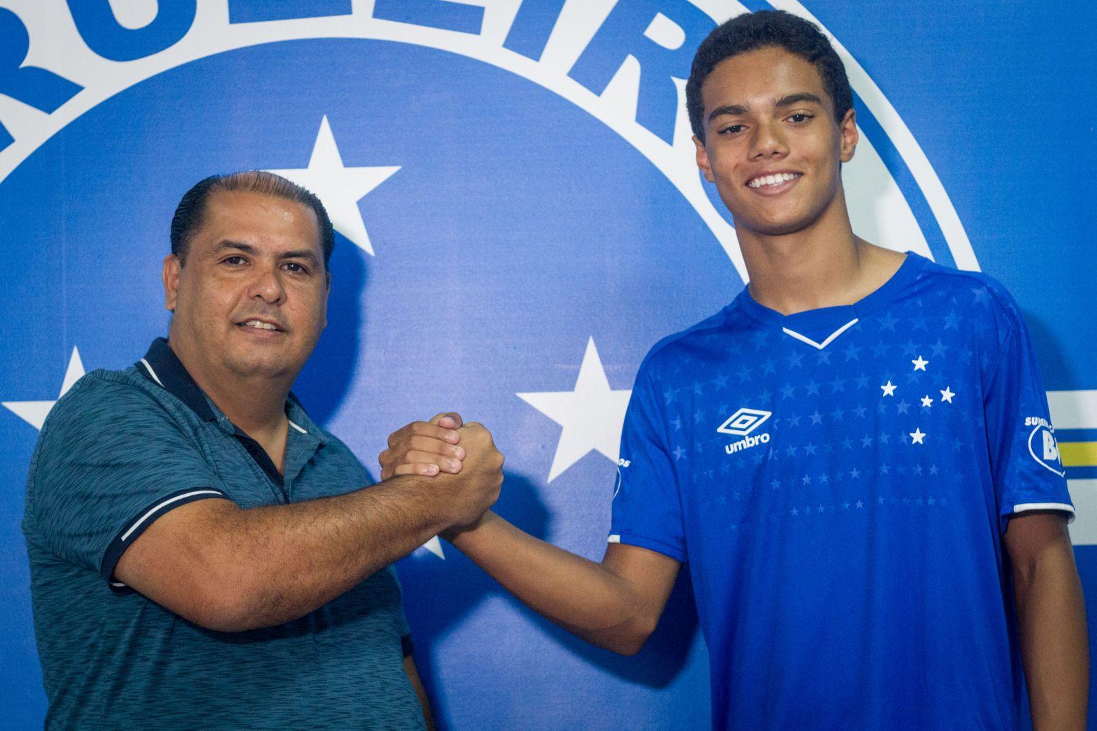 Fiul lui Ronaldinho a semnat primul contract