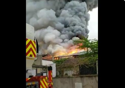 Un nou INCENDIU DEVASTATOR in Franta! ARDE Versailles! Pompierii au venit de urgenta la fata locului