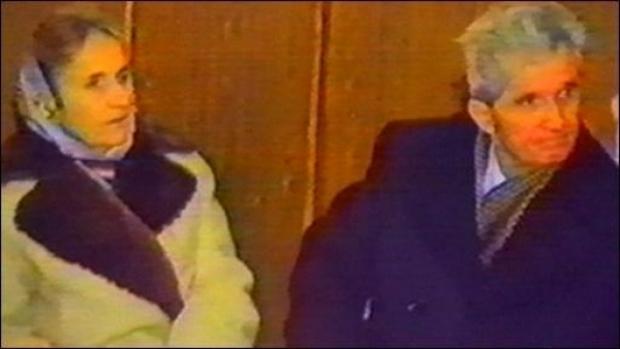 Ce s-a intamplat cu trupurile Ceausestilor, dupa executie! S-a primit un telefon misterios, iar apoi s-a dat ALARMA