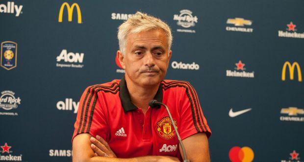 Jose Mourinho înmtr-o conferință de presă din perioada în care o pregătea pe Manchester United