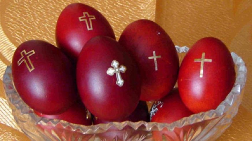 În Joia Mare se înroșesc ouăle și creştinii care s-au spovedit se împărtăşesc. Sub nicio formă nu avem voie să dormim!