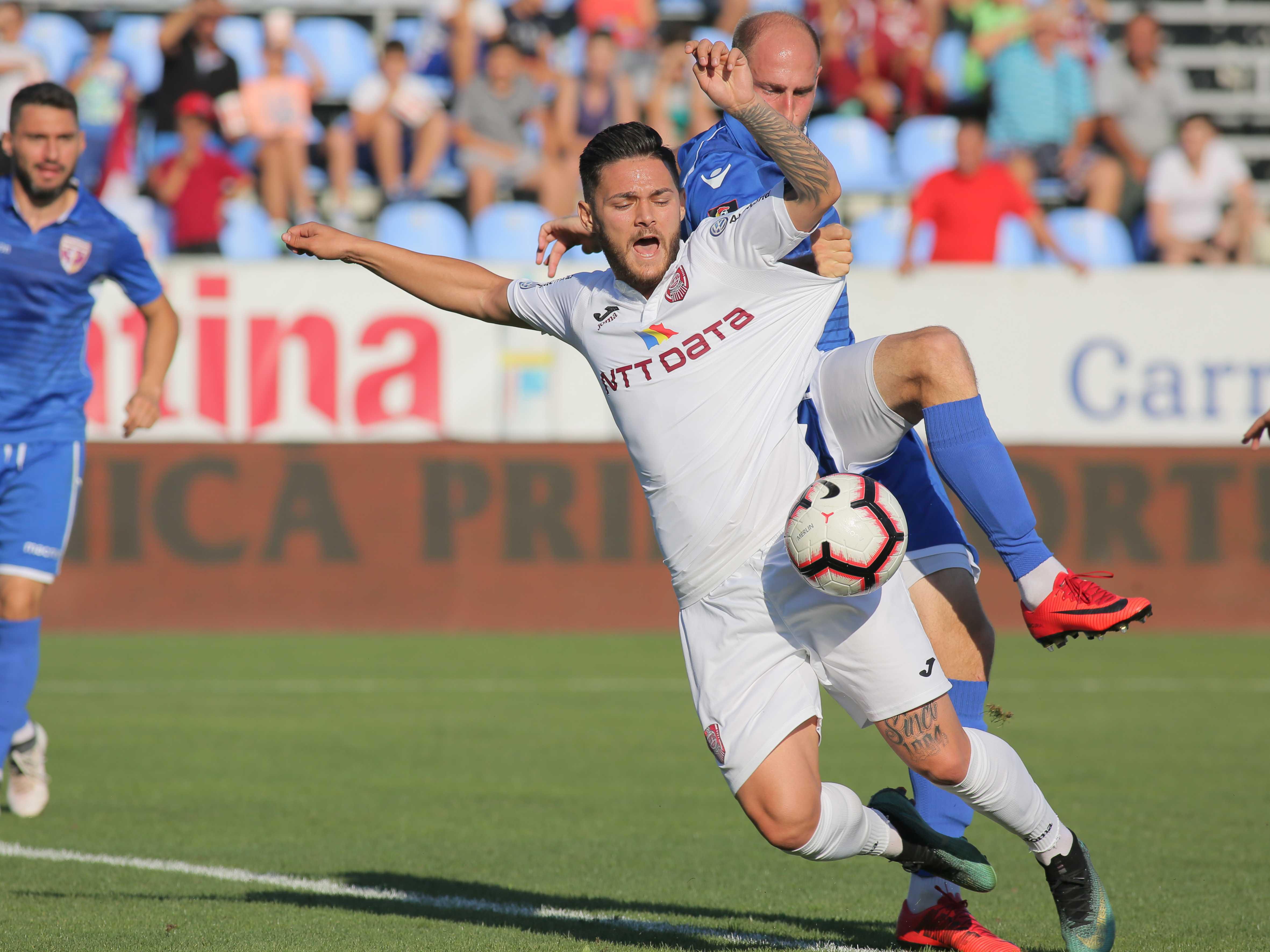 Alexandru Ioniță în partida Voluntari - CFR Cluj. Sursă foto: sportpictures.eu