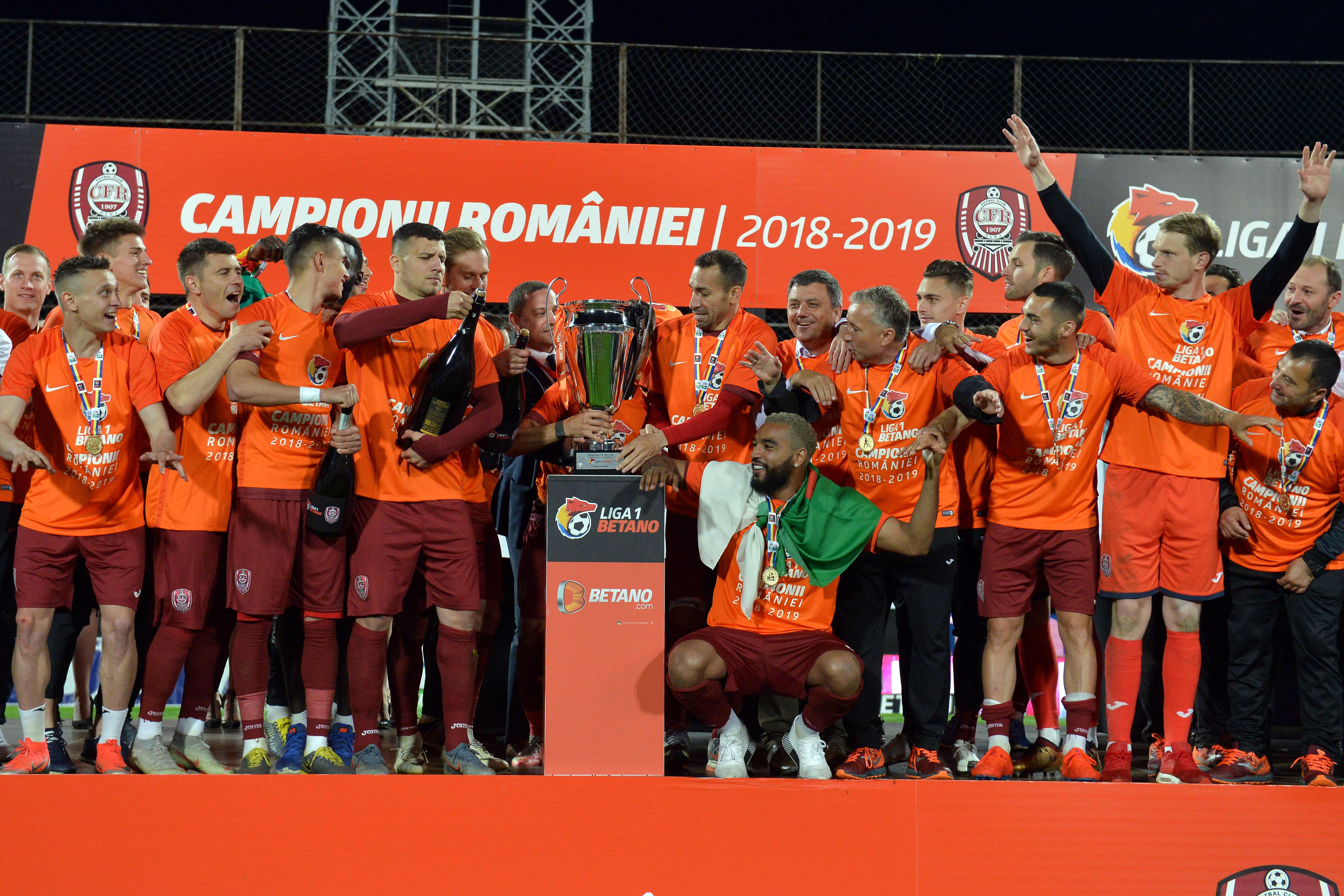 Jucătorii de la CFR Cluj în momentul în care au câștigat titlul. Sursă foto: sportpictures.eu