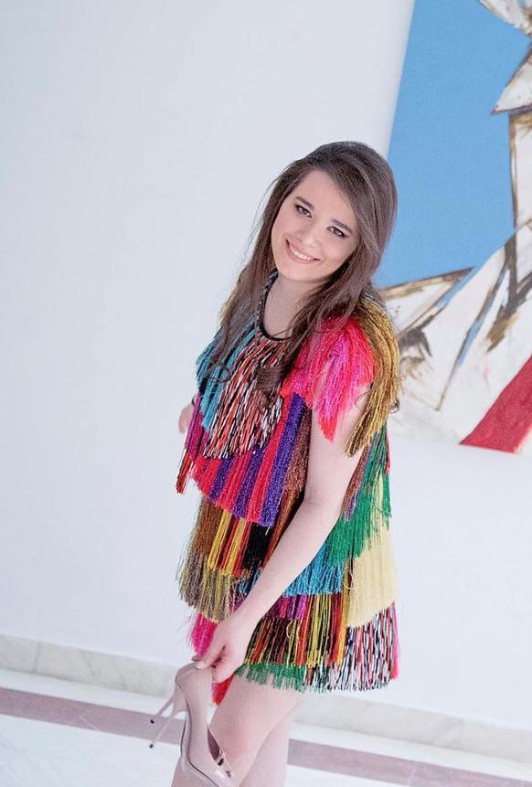 Fiica lui Gheorghe Hagi le va preda cursuri de actorie celor mici. Sursa foto:Facebook