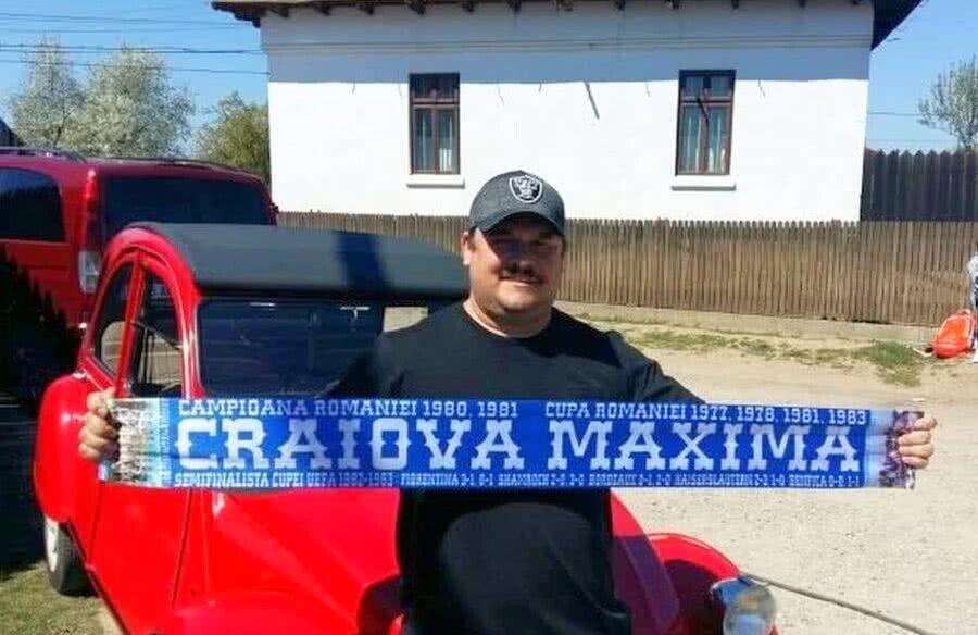 Mihai Bobonete cu fularul Universităţii Craiova
