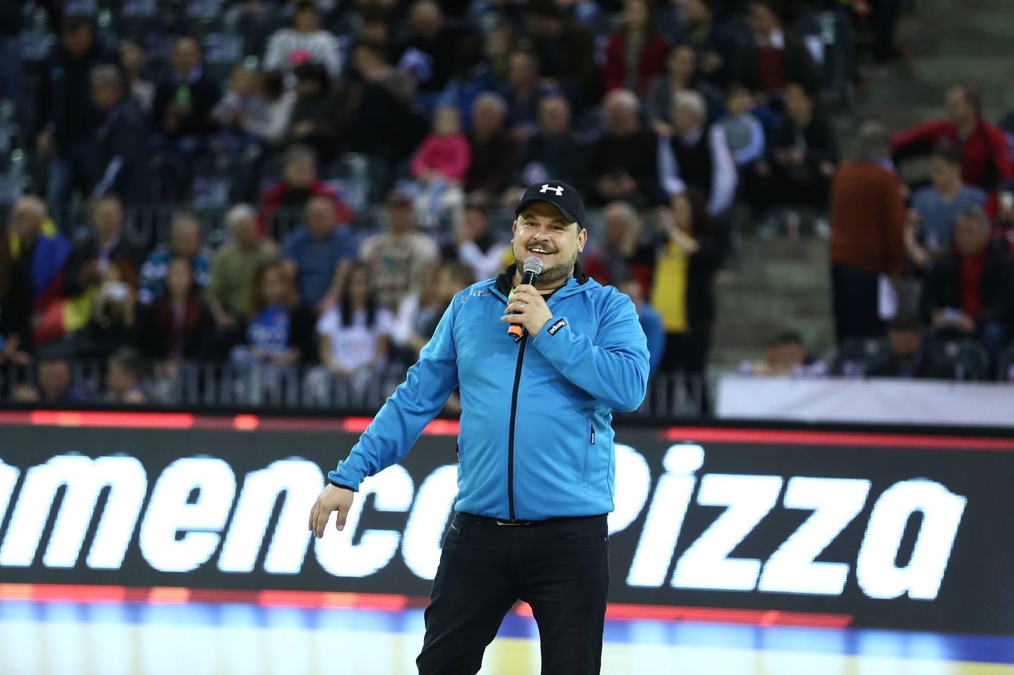 Mihai Bobonete, cu un microfon la un meci al Craiovei