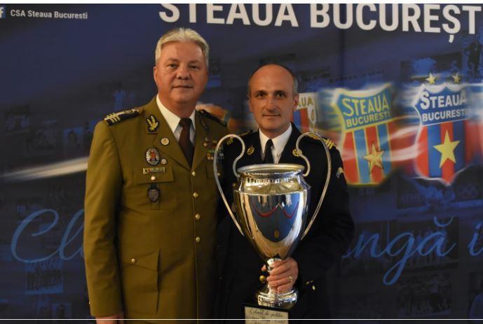 Steaua, invitat surpriză la 33 de ani de la câştigarea Cupei Campionilor Europeni! Gică Hagi, alături de Florin Talpan! Ce cadou de senzaţie a primit juristul Armatei. GALERIE FOTO (11)