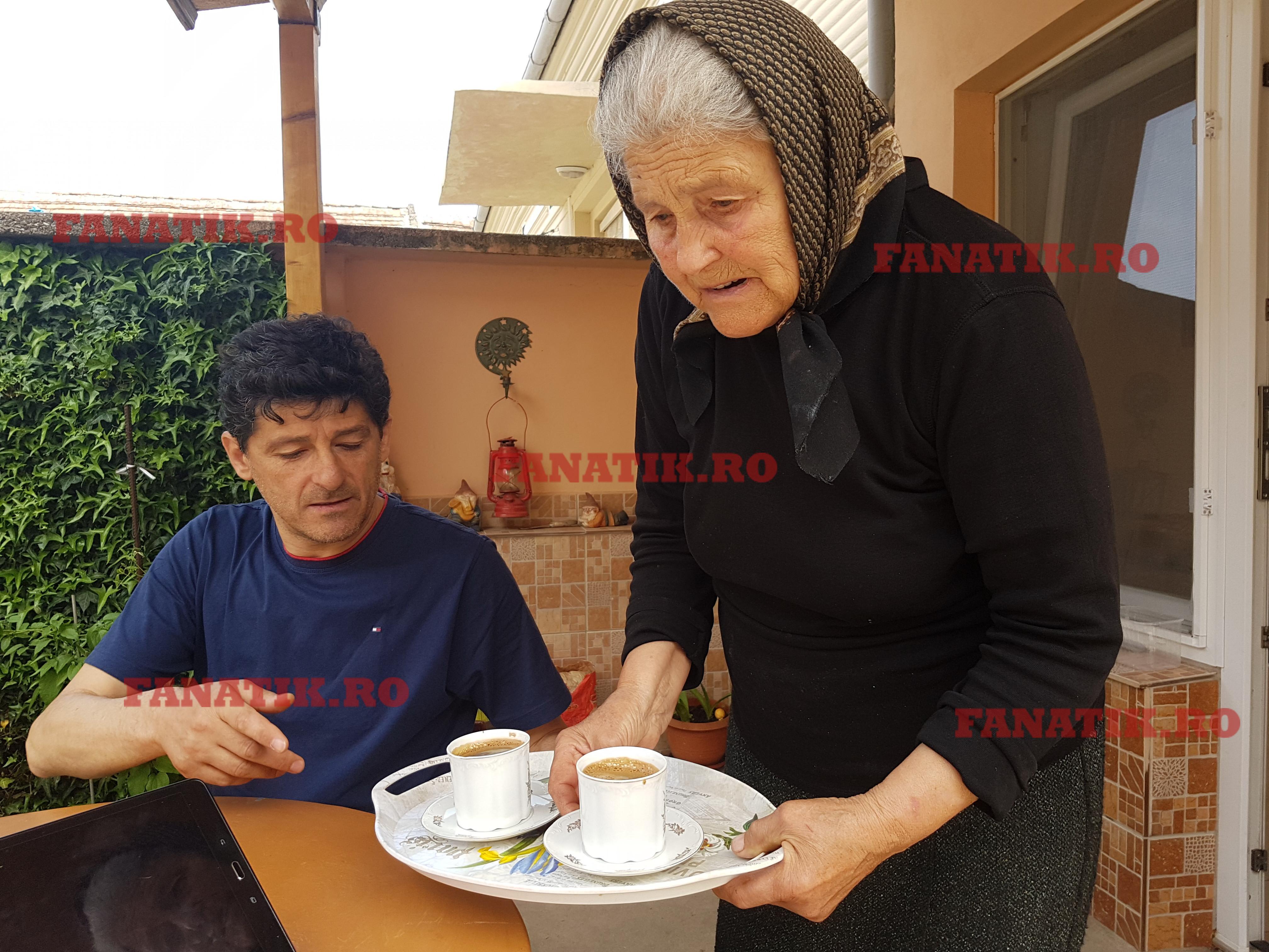Când vine acasă la Socol, Daniţa Belodedici îi face toate poftele fiului său Mile