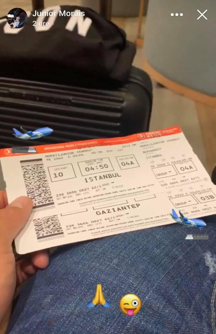 Fotografia postată de Junior Morais cu biletele de avion pentru Turcia