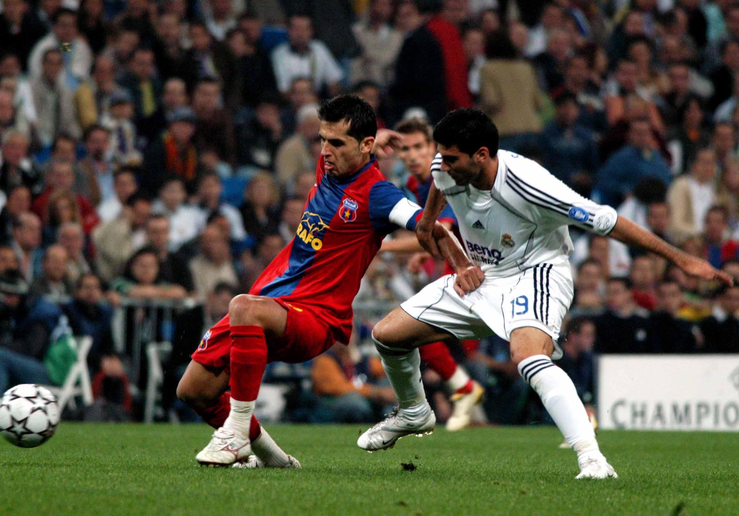 Jose Antonio Reyes în duelul cu Nicolae Dică din meciul Real Madrid - FCSB 1-0, după autogolul lui Bănel Nicoliță. Sursă foto: sportpictures.eu