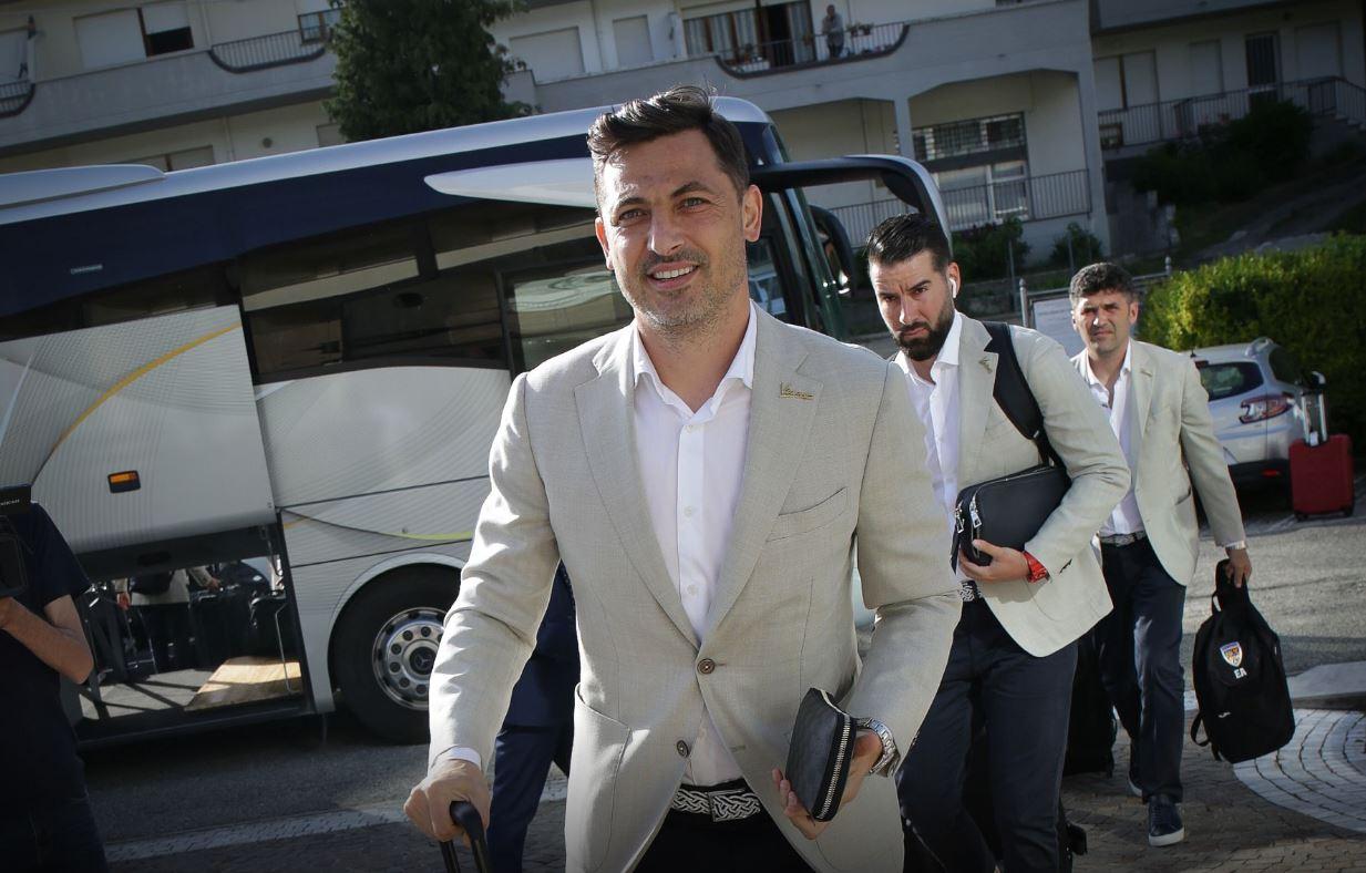 Mirel Rădoi, selecționerul echipei naționale a României, în momentul în care a ajuns în Italia