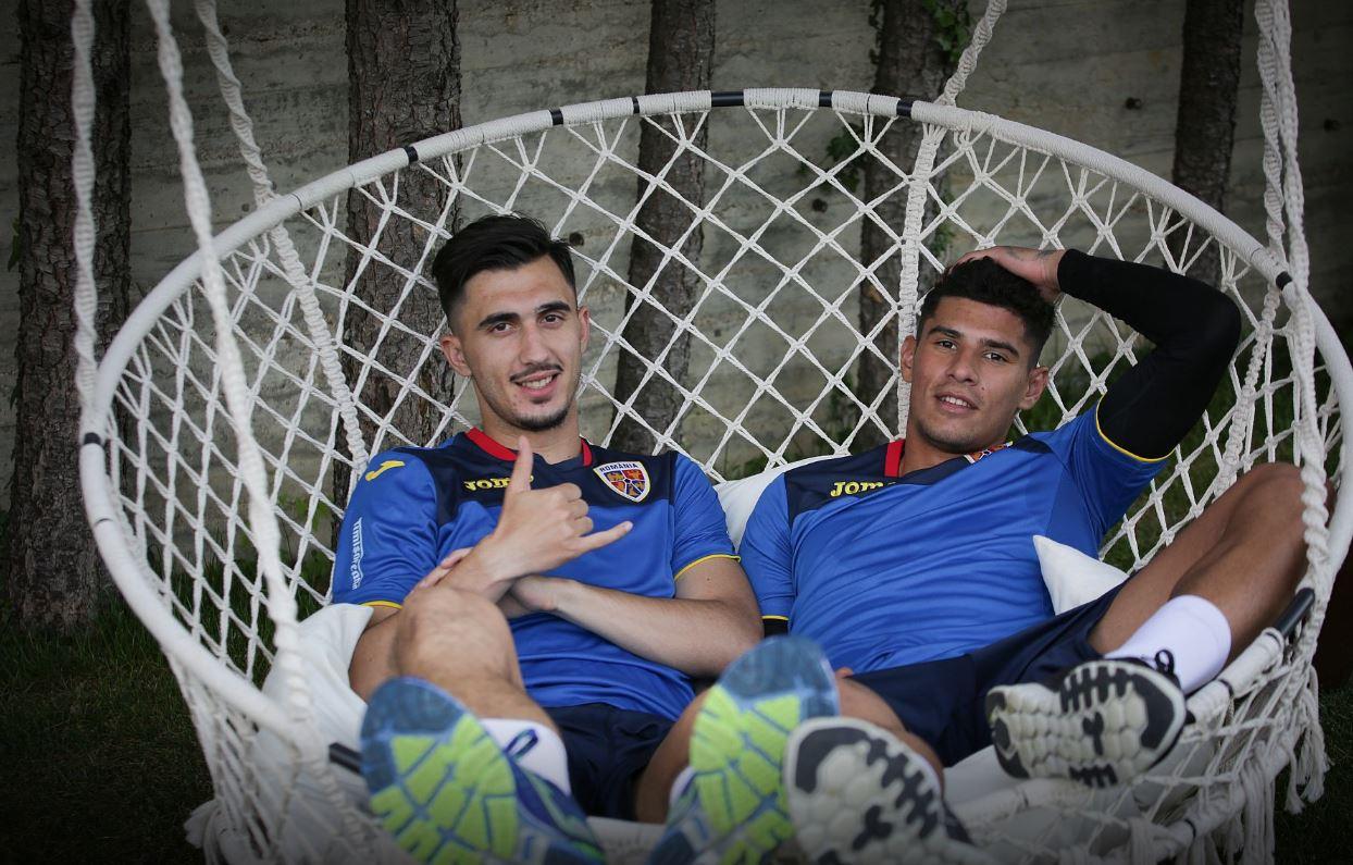 Andrei Ivan și Florinel Coman s-au relaxat la finalul ședinței de pregătire. Sursă foto: frf.ro