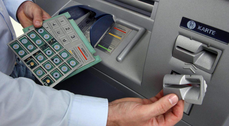 """Ce este """"bucla libaneză"""", metoda prin care ți se fură banii de pe card"""