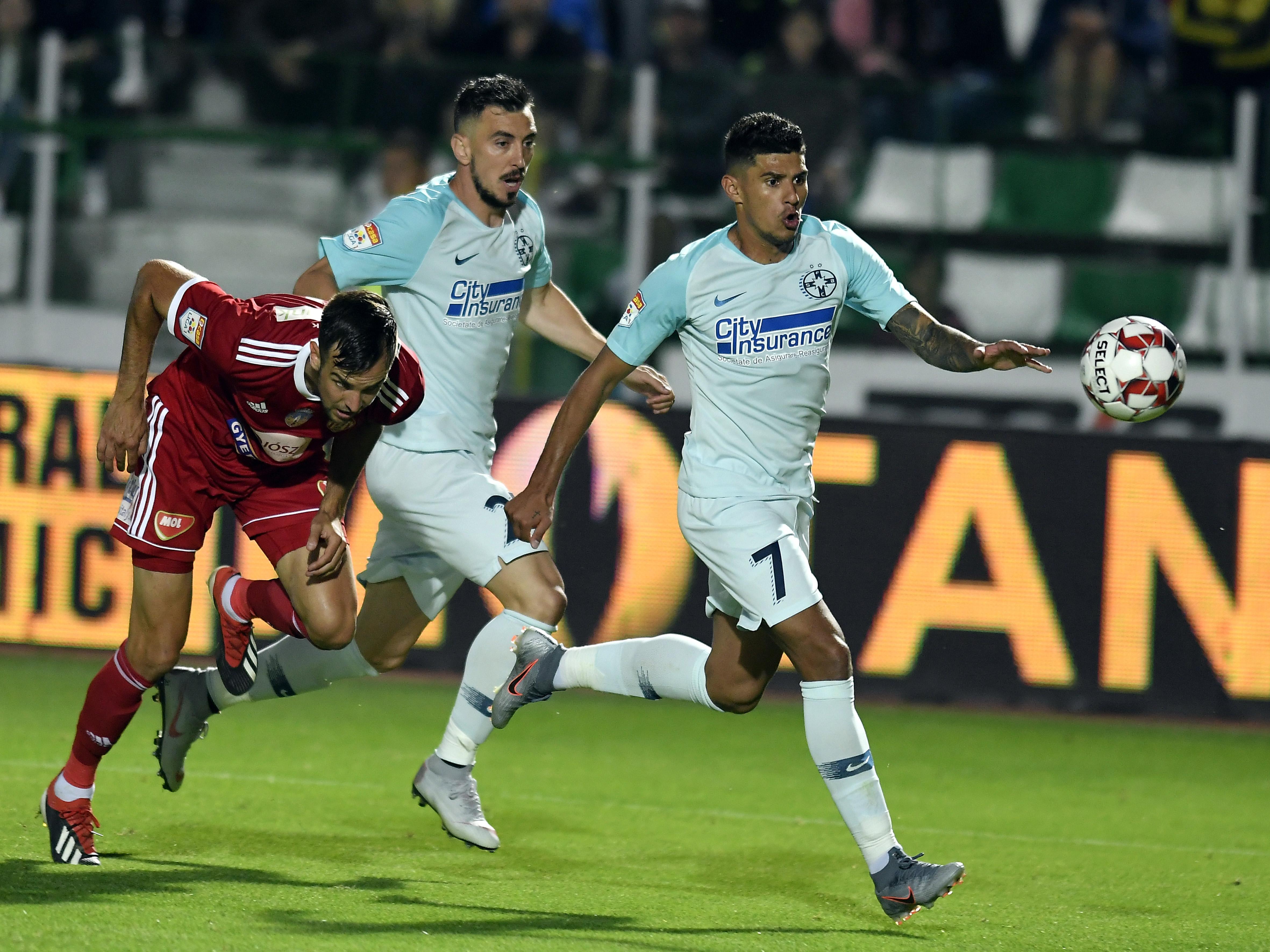 Ioan Hora şi Florinel Coman în timpul meciului Sepsi OSK - FCSB. Sursă foto: sportpictures.eu