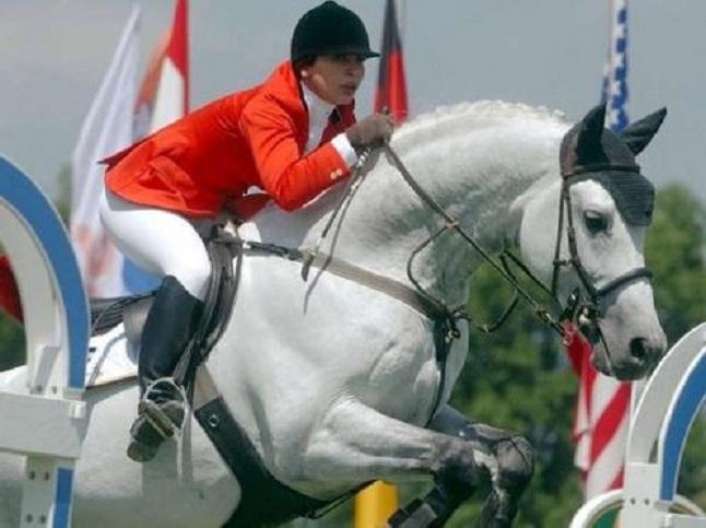 Prințesa Haya, mare i8ubitoare de cai, a participat la Jocurile Olimpice de la Sydney, Australia, în anul 2000, și la alte multe mari concursuri ecvestre internaționale. Sursa foto: teamharmony.net