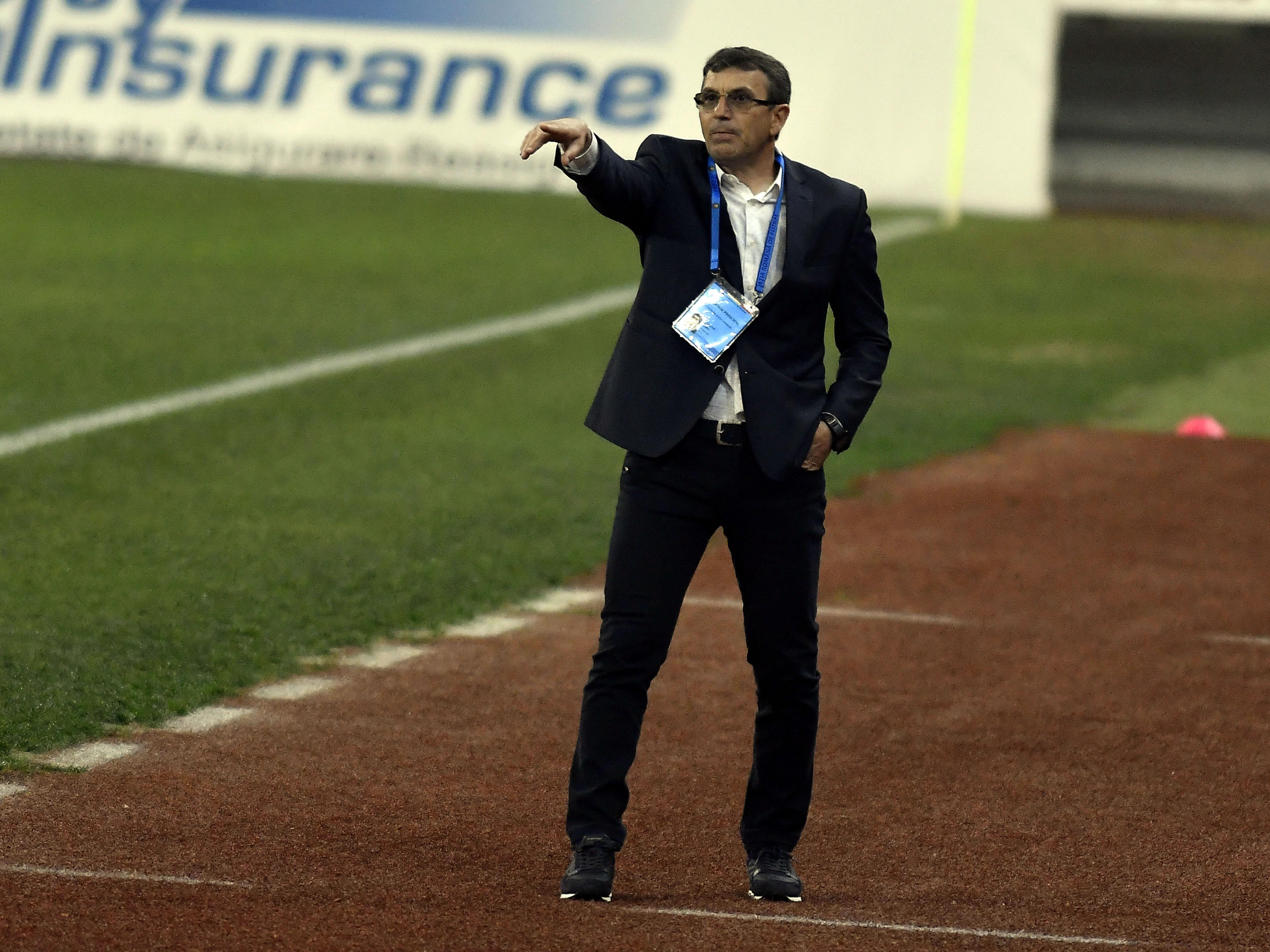 Eugen Neagoe a avut liniște 30 de minute la Dinamo! Suporterii au scandat