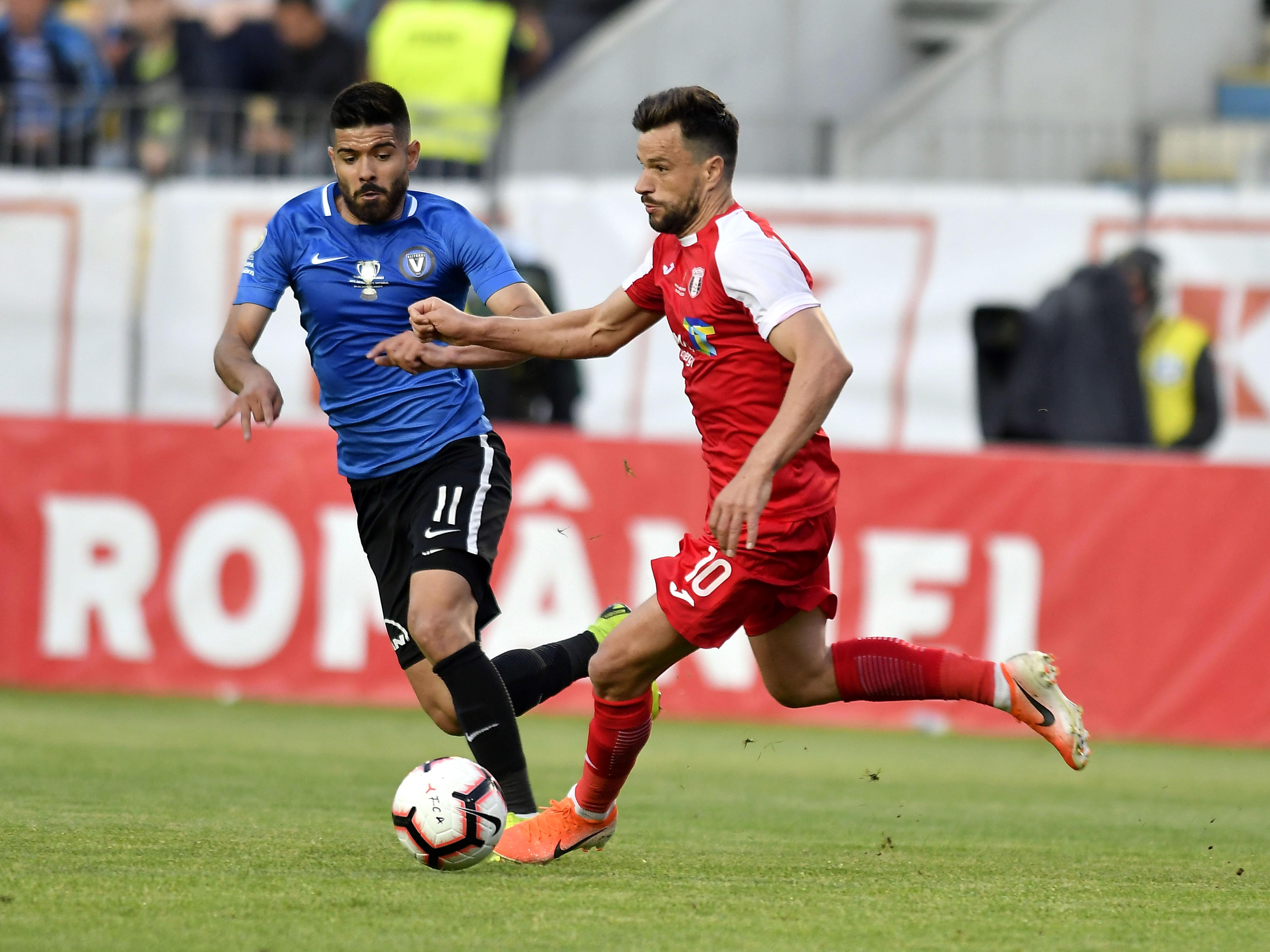 Ionuț Vînă și Azdren Llullaku în meciul Viitorul - Astra Giurgiu. Sursă foto: sportpictures.eu