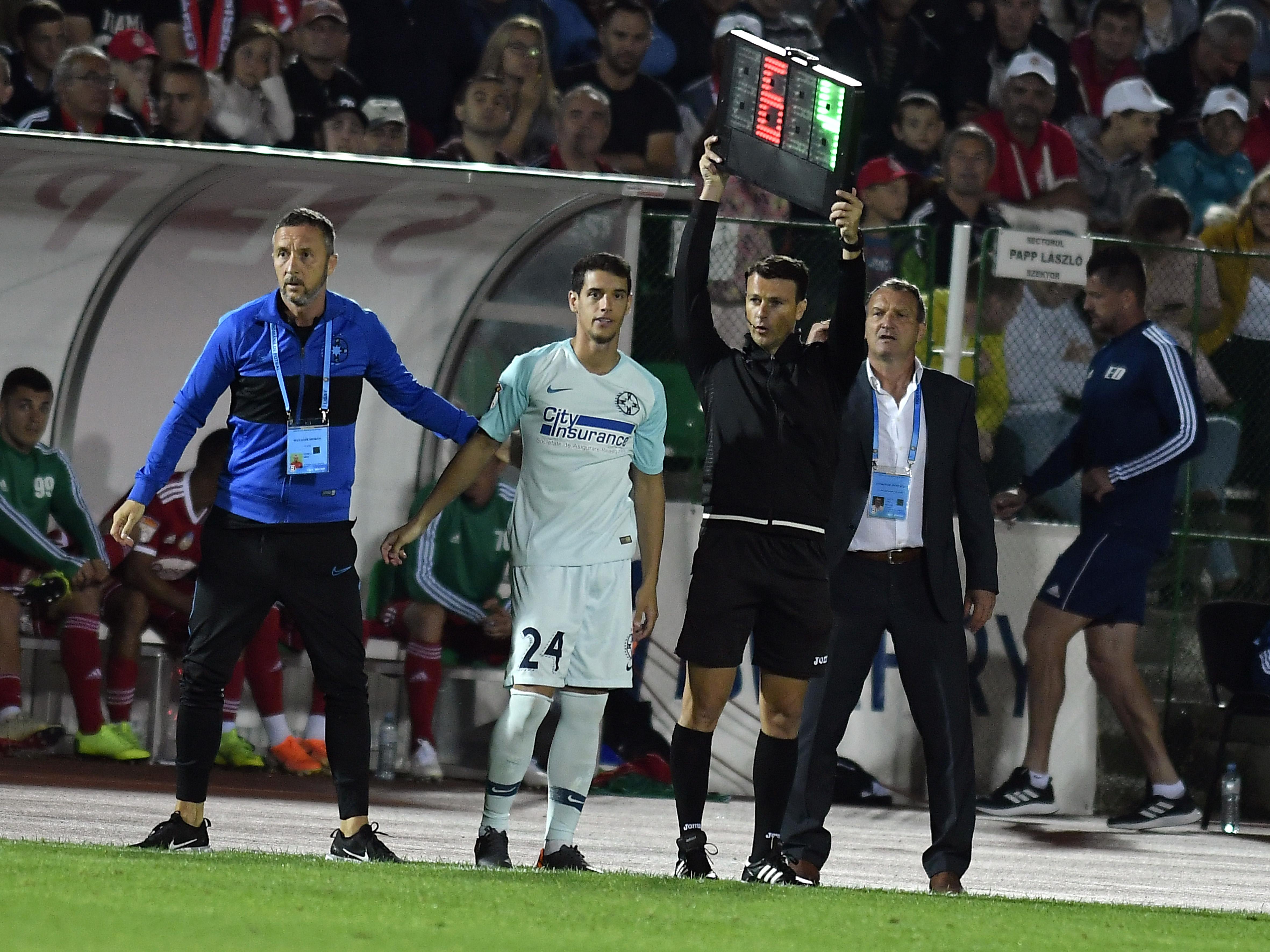 Mihai Stoica,Laszlo Csaba si Diogo Salomao in meciul de fotbal dintre Sesi OSK Sfantu Gheorghe si FCSB, din cadrul Ligii 1 Casa Pariurilor, desfasurat pe Stadionul Municipal din Sfantu Gheorghe, luni 22 iulie 2019.