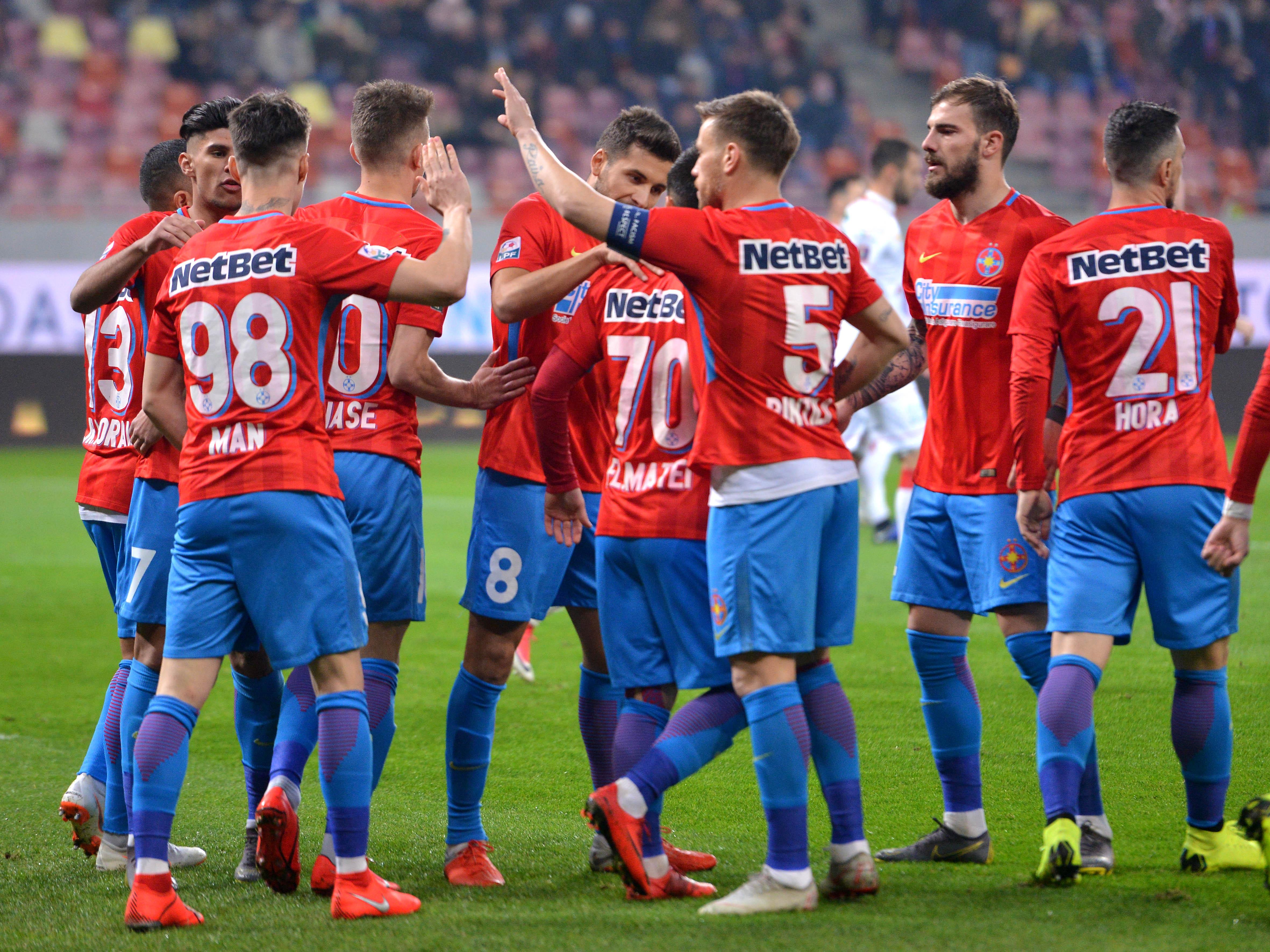 Bucuria jucătorilor de la FCSB după un gol înscris în meciul jucat împotriva celor de la Hermannstadt. Sursă foto: sportpictures.eu