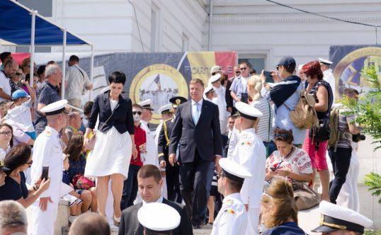 Iohannis a mers fara sotie in SUA, la întalnirea cu Donald Trump! Camerele de luat vederi au surprins o alta femeie alături de președinte! Cine e