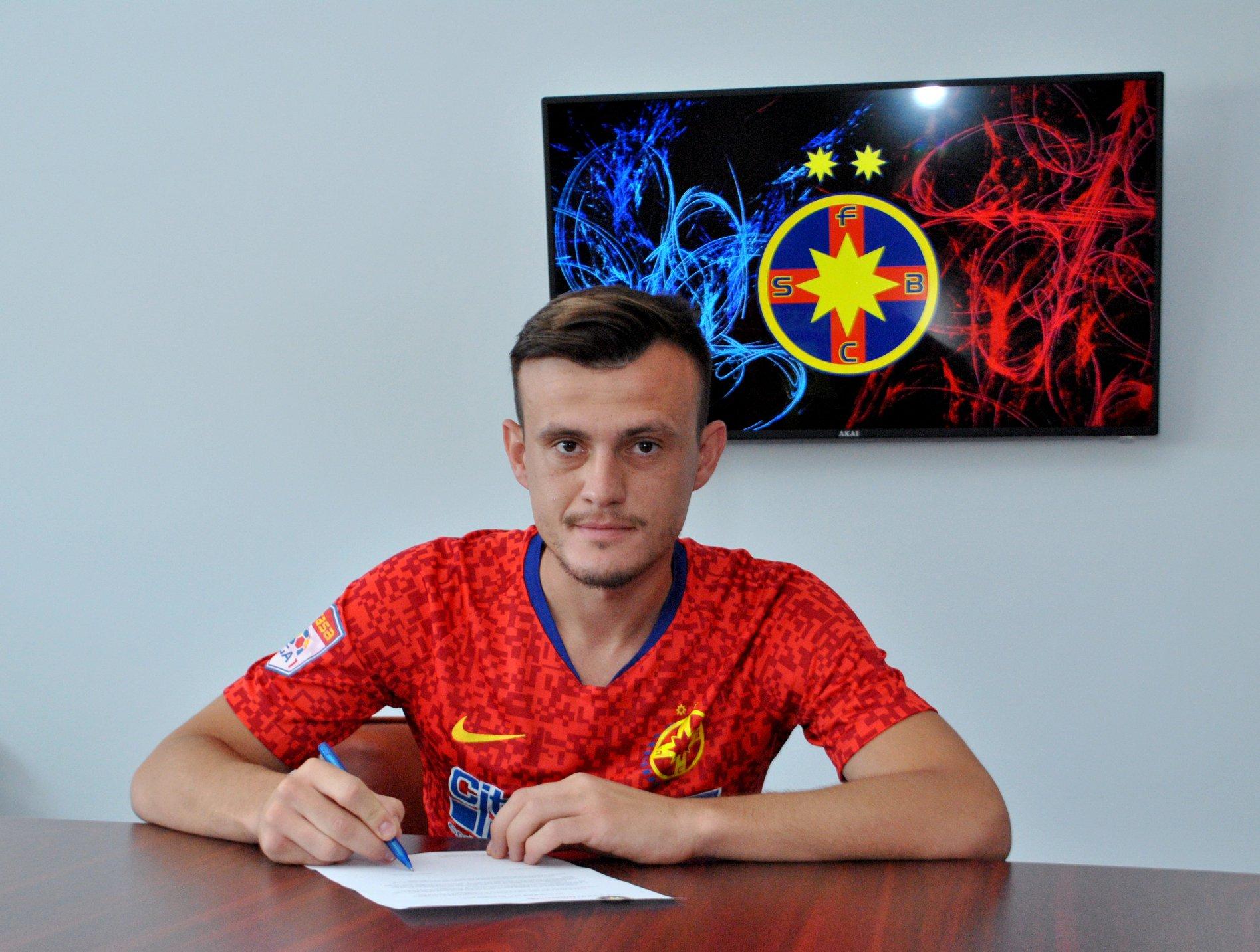 Fanii FCSB-ului ironizează transferul lui Andrei Marc