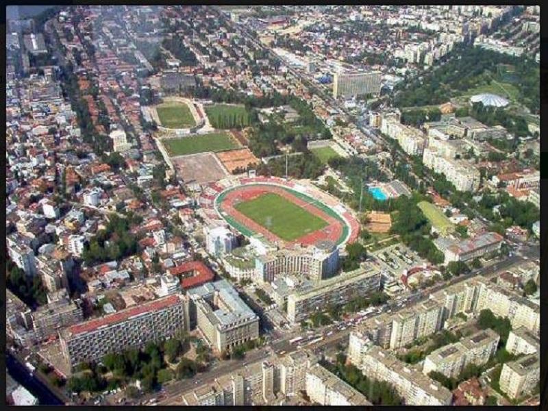 Stadionul Dinamo are un amplasament excelent, aproape de centrul Bucureștiului, tentant pentru marii afaceriști imobiliari. Așa cum se pretinde, dar nu este, și patronul Ionuț Negoiță. Sursa foto: wikimapia.org