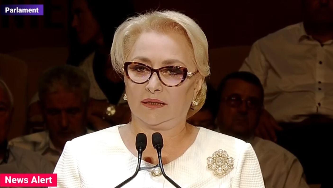 Premierul României a purtat la congresul PSD o ținută albă