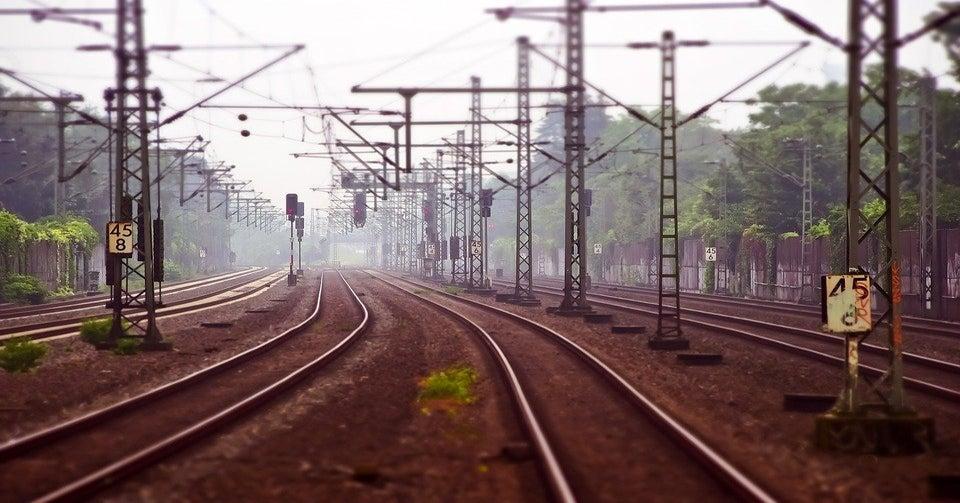Trenurile din România circulă cu o viteză sub cea a unei trotinete electrice! Trenuri
