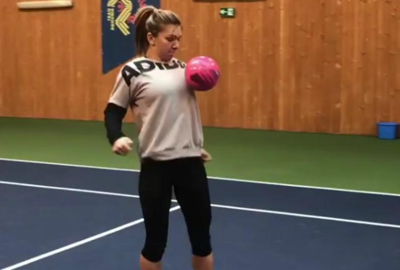 Simona Halep ştie să jongleze perfect cu mingea de fotbal