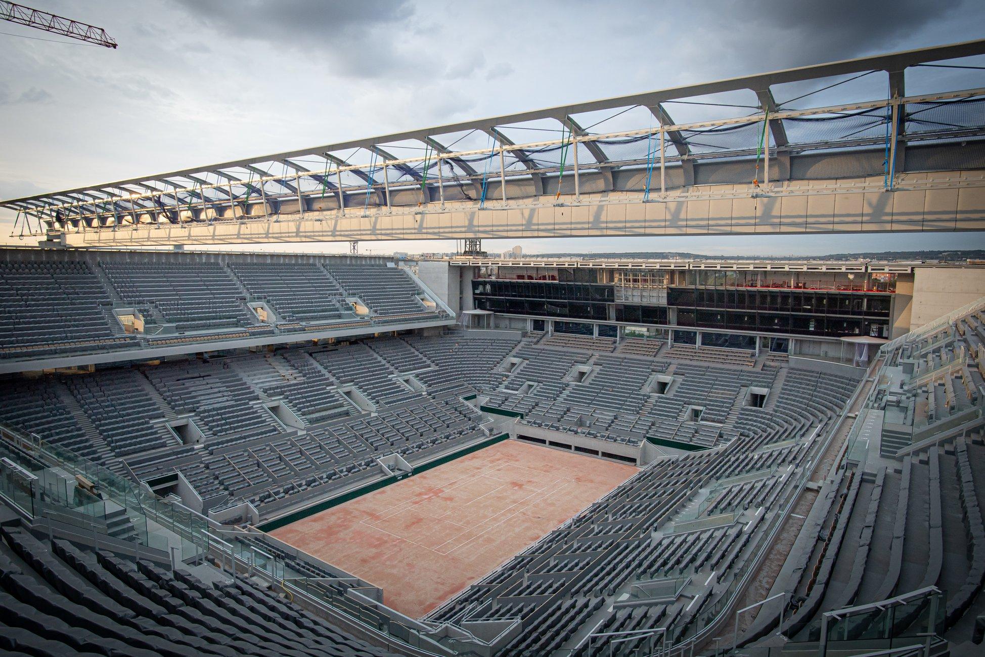Lucrările acoperișului arenei Phillipe-Chatrier sunt în plină desfășurare. Sursă Foto: Facebook