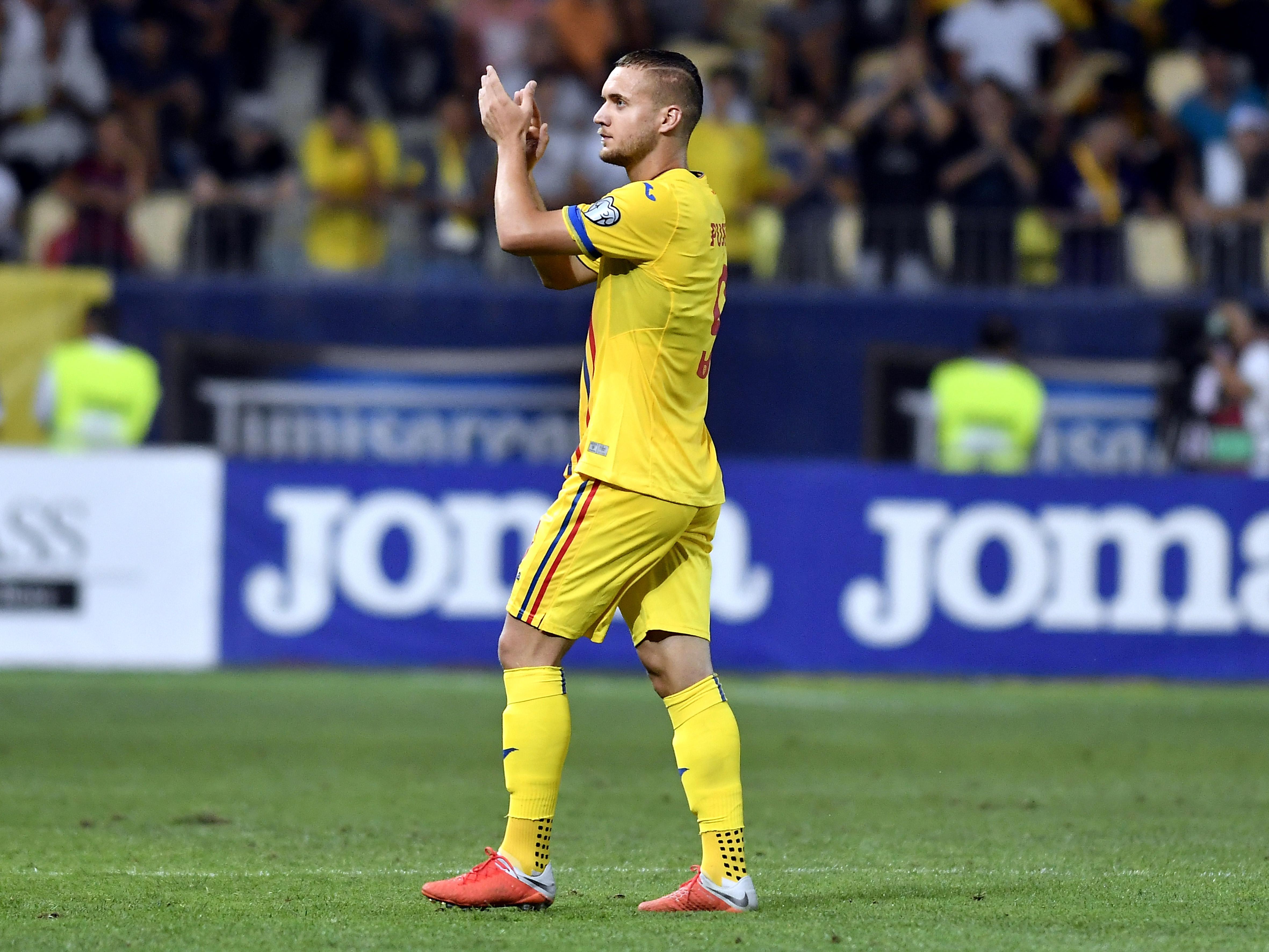 George Pușcaș îi aplaudă pe suporterii echipei naționale a României la finalul meciului cu Malta. Sursă foto: sportpictures.eu