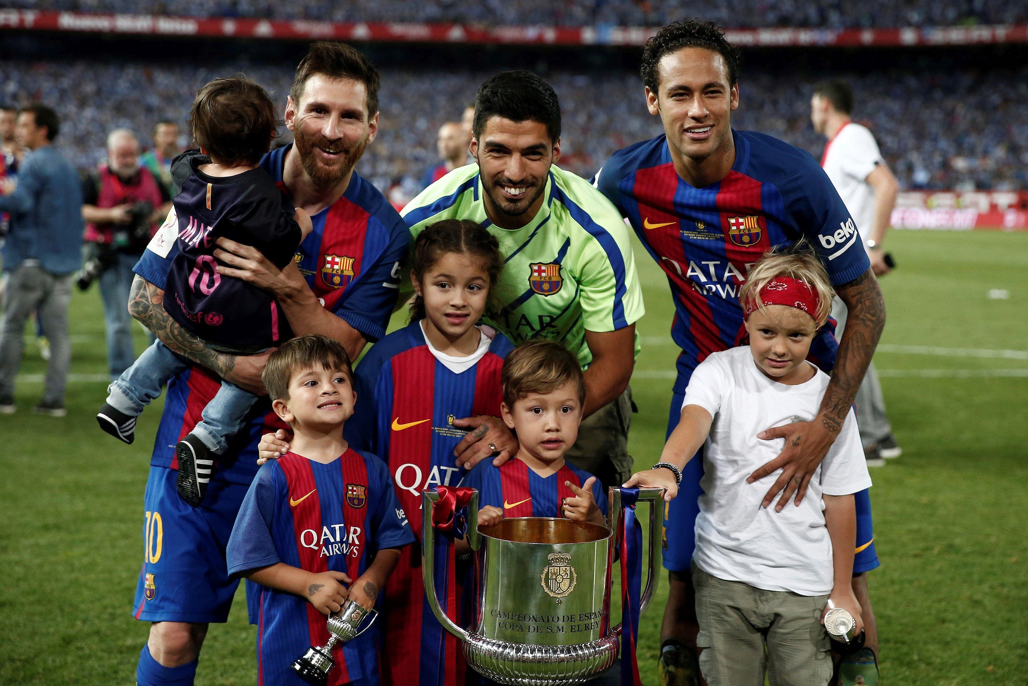 Lionel Messi, Luis Suarez și Neymar, după ce au câștigat trofeul Champions League în 2015. Sursă foto: hepta.ro