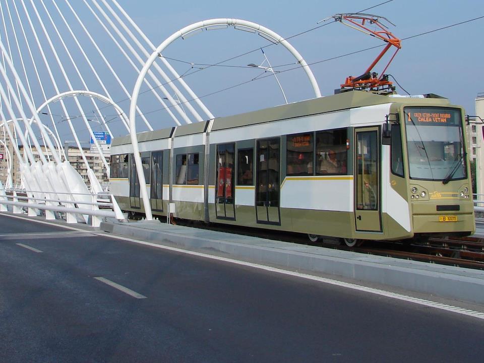Linii de troleibuz blocate în București! Tramvai