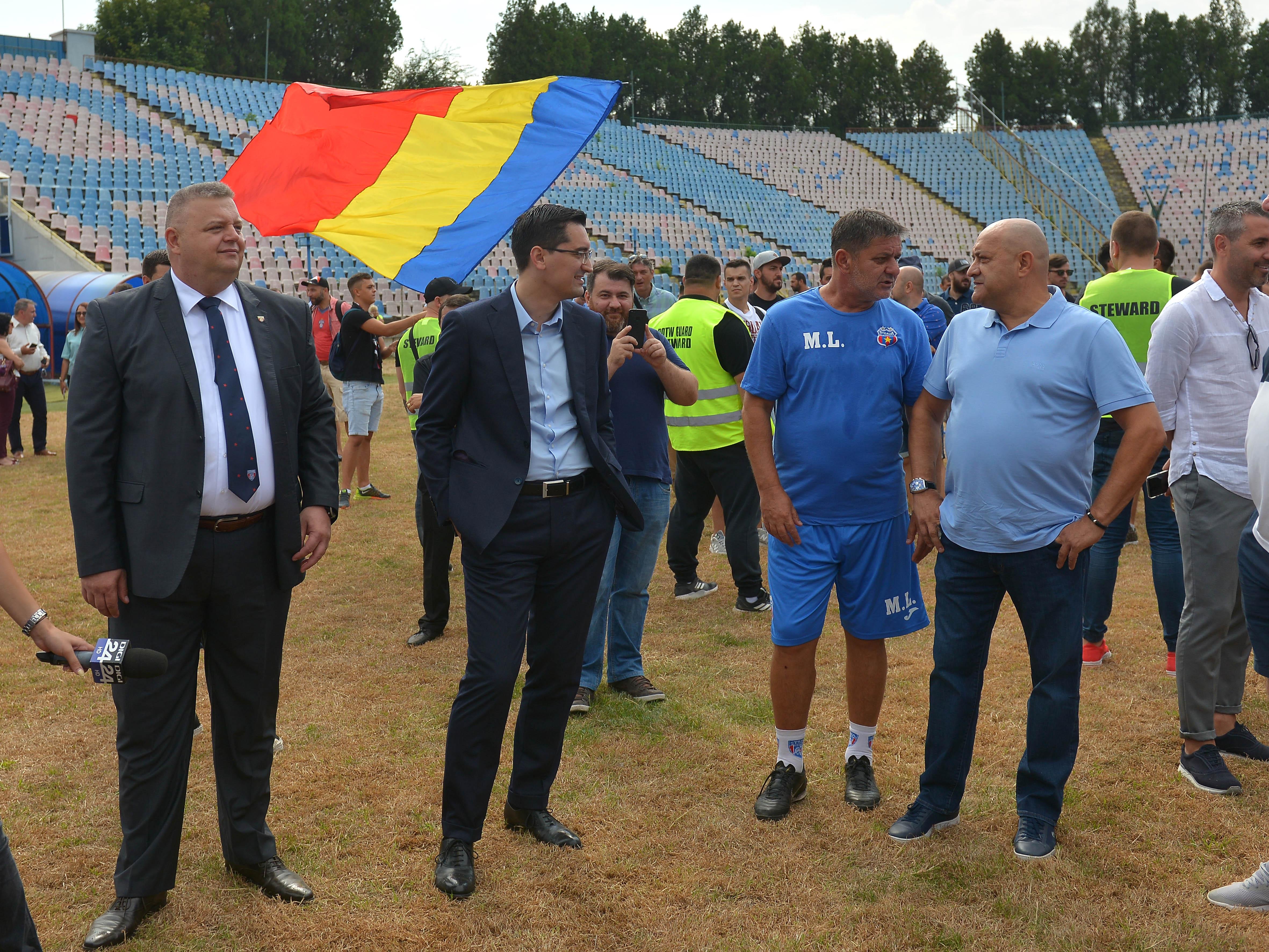 """Răzvan Burleanu alături de Gabi Balint la demolarea stadionului """"Ghencea"""". Sursă foto: sportpictures.eu"""