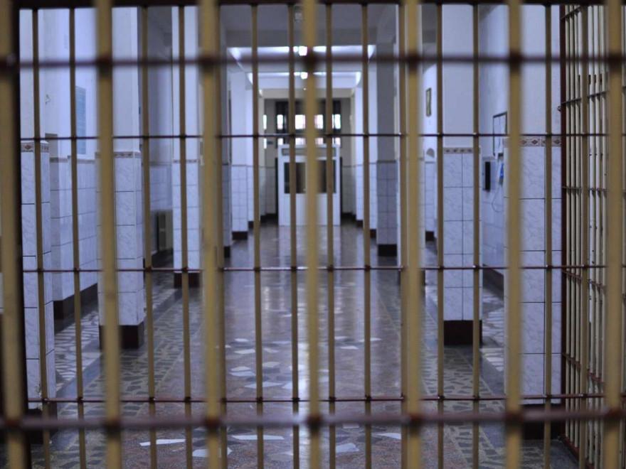 Un criminal periculos a evadat din Penitenciarul Focşani. Condamnat