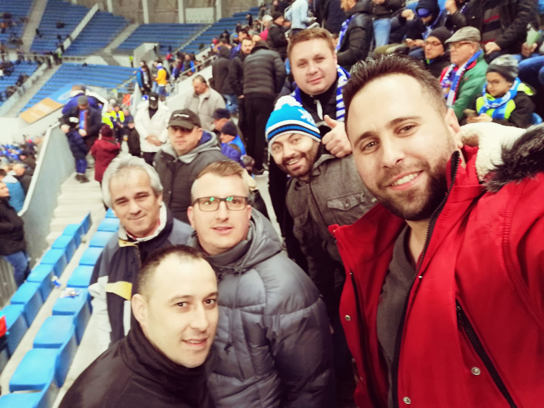 Un suporter din peluză este frizerul fotbaliștilor de la Craiova