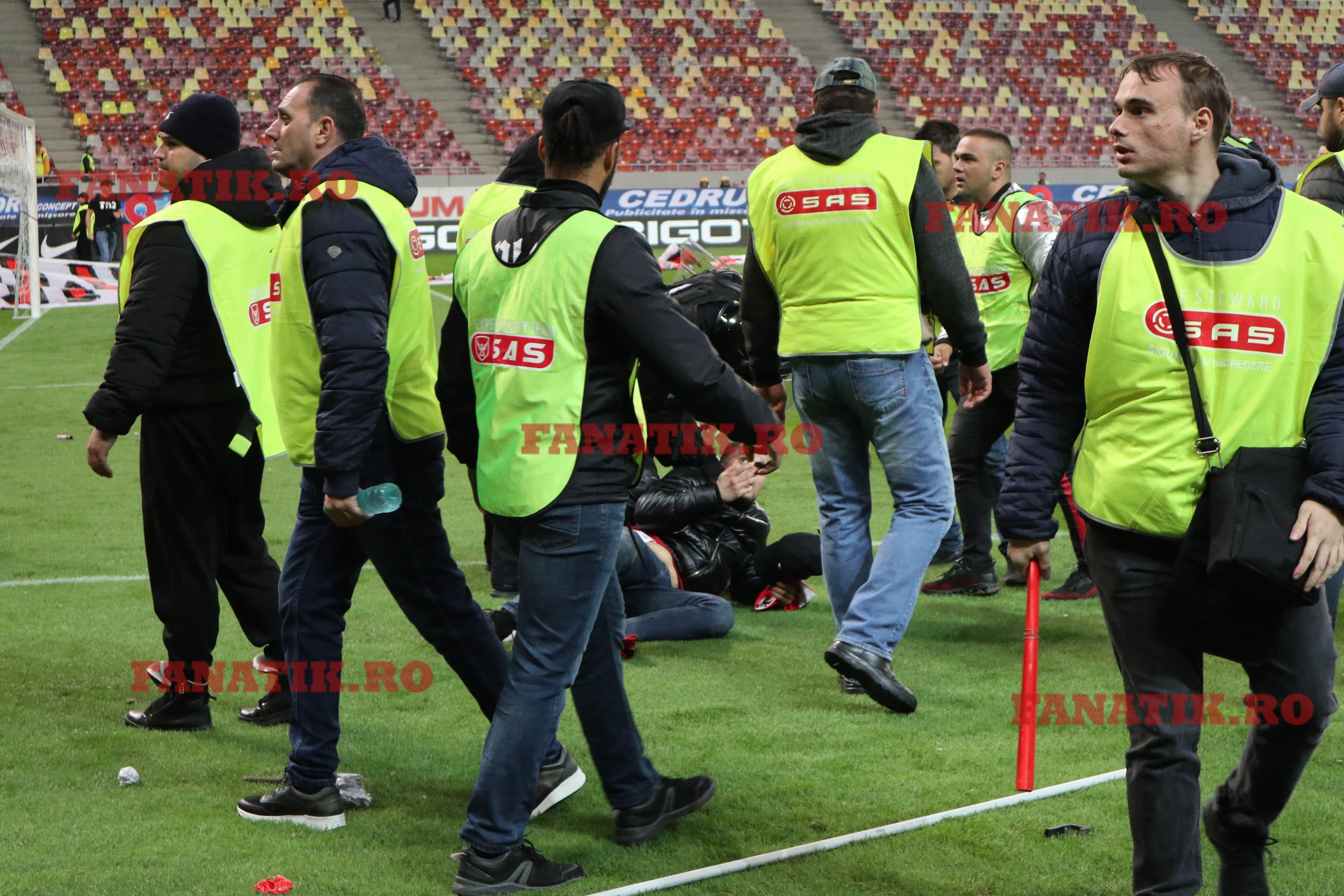 Un suporter a fost bătut de Jandarmi după incidentele de la finalul jocului