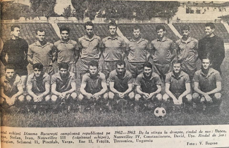 """Dinamo, campioana sezonului 1962-1963. Constantin """"Flencea"""" David este penultimul din dreapta din rândul de sus. Mai apar în poză frații Nelu și Lică NunweillerSursa foto: arhiva clubului Dinamo"""