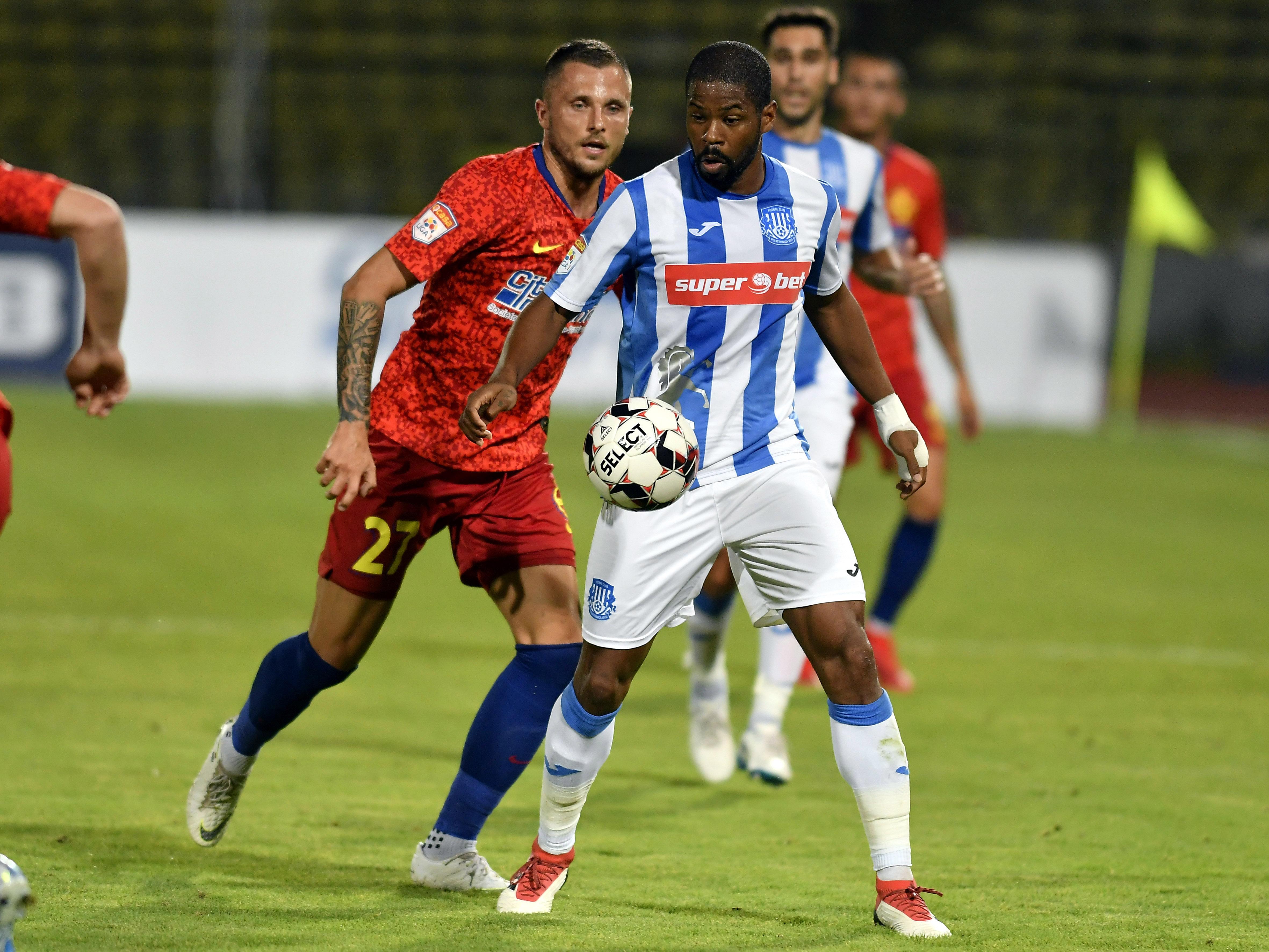 Lukcasz Gikiewicz și Breeveld în meciul Poli Iași - FCSB. Sursă foto: sportpictures.eu