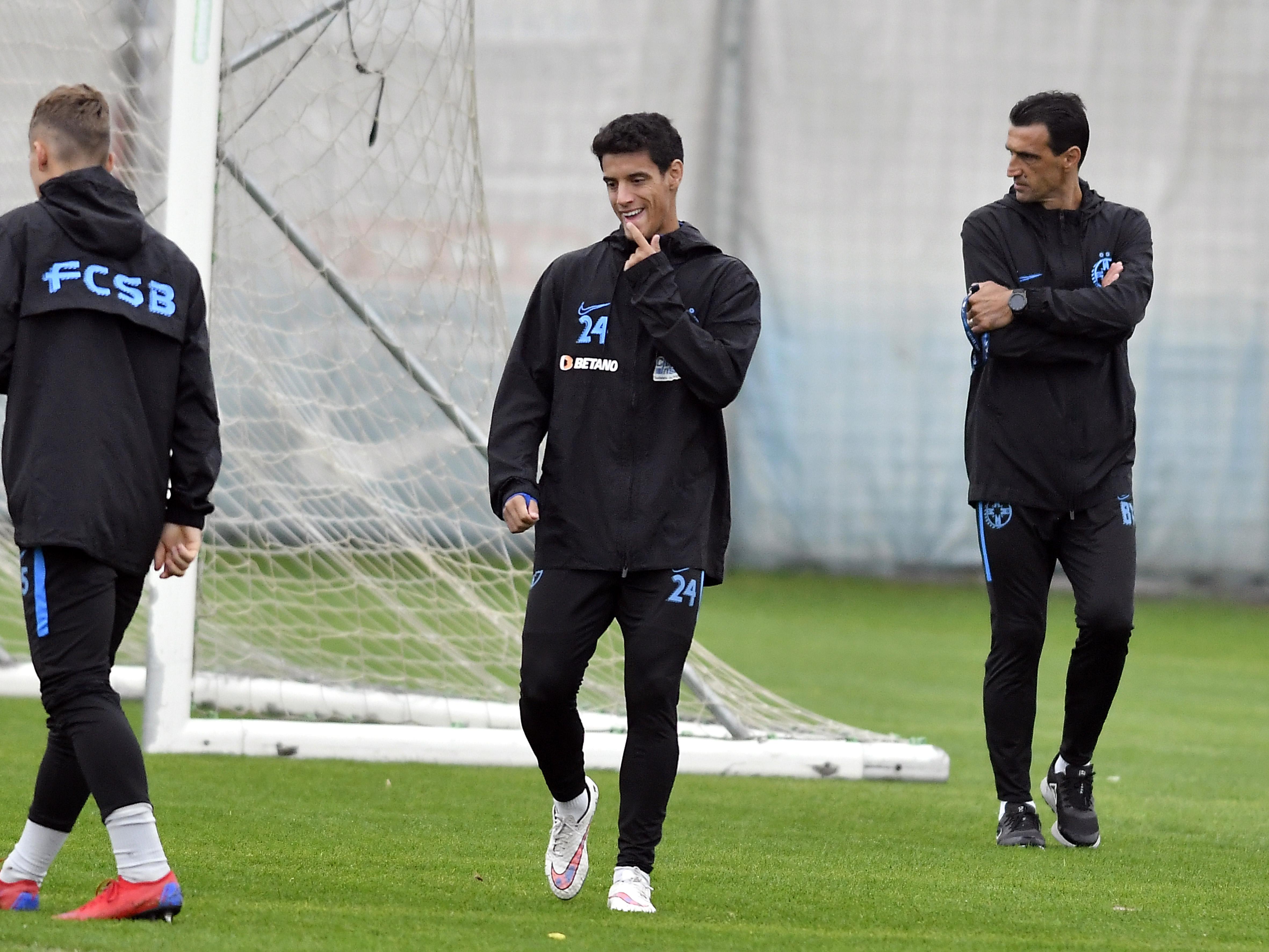 Diogo Salomao și Bogdan Argeș Vintilă la un antrenament susținut înaintea meciului pe care FCSB l-a disputat cu Dinamo, scor 1-1. Sursă foto: sportpictures.eu