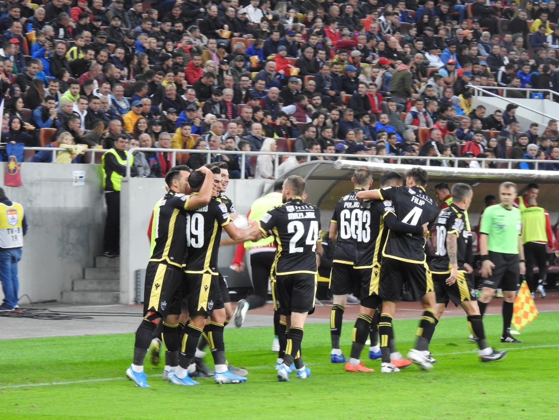 Ne-a fost dor! FCSB - Dinamo, derby-ul pe care toți l-am dorit! Momentul emoționant cu ultrașii celor două echipe, artificii pe teren și controversele de la final (9)